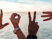 6 طرق تقول بيهم بحبك من غير ما تنطقها.. خليك ذكى واسمعها واهتم بيها