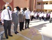 عادل الغضبان يشارك طلاب مدرسة بورسعيد الثانوية بنات طابور الصباح.. صور