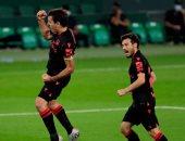 ريال سوسيداد يتصدر ترتيب الدوري الإسباني مؤقتا بثلاثية في بيتيس..فيديو