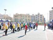 صور.. طلاب جامعة كفر الشيخ يؤدون تحية العلم بمشاركة رئيس الجامعة