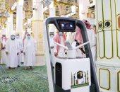 صور.. روبوت آلى لتعقيم المسجد النبوي الشريف