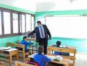 إحالة مدير مدرسة ومعلم بالوادى الجديد للتحقيق لتقصيرهما فى العمل.. صور