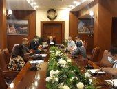 محافظ بورسعيد يتابع سير العمل بمركز المتغيرات المكانية وعدد من الإدارات بالديوان العام