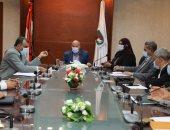 اجتماع بين مسئولى محافظة سوهاج والتعليم لمناقشة التوسع بإنشاء المدارس التجريبية