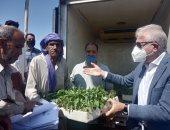 محافظ جنوب سيناء يوزع عدد من الشتلات المجانية على المزارعين بمدينة طور .. فيديو