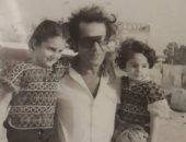 محمود ياسين فى صورة نادرة مع أبناءه عمرو ورانيا أيام الطفولة