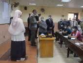 رئيس جامعة بنها يتفقد الدراسة بهندسة شبرا .. صور