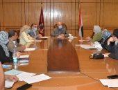 """رئيس جامعة الفيوم يرأس اجتماع مجلس إدارة البرامج الجديدة """" صور"""""""