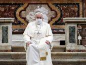 البابا فرنسيس يضع كمامة لأول مرة خلال حضوره مناسبة عامة ..صور