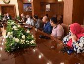 محافظ بورسعيد يبحث مع قيادات التعليم آليات بدء مجموعات التقوية بالمدارس