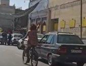 اعتقال شابة إيرانية بتهمة ركوب الدراجة دون حجاب.. فيديو