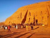 """وزير السياحة ومحافظ أسوان يستقبلان 20 سفيراً بمطار أبوسمبل لحضور """"التعامد"""""""