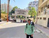 بائع الفريسكا فى أول يوم دراسة بطب الإسكندرية: عينى دمعت لما دخلت الكلية (صور)