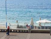 شباب يلهون فى البحر رغم الأجواء الشتوية والإغلاق بالإسكندرية.. فيديو وصور