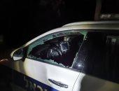 مستوطنون يحطمون سيارة شرطة إسرائيلية لتفريقها حفل زفاف بسبب كورونا
