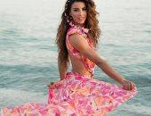 عمرو دياب يثير حيرة متابعيه وجمهوره بسبب صورة لفتاة على شاطئ البحر