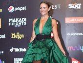 """اللبنانية هيلدا خليفة تتألق بالأخضر على السجادة الحمراء لمهرجان الجونة """"صورة"""""""