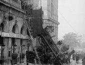 شاهد.. قطار فرنسى يخرج إلى الشارع فى سنة 1895