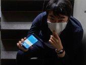 التكنولوجيا فى مواجهة كورونا.. قناع يحمى من الفيروس ويترجم من لغة إلى أخرى.. وكمامة مزودة بوسائل استشعار لقياس حرارة الجسم.. وسوار معصم لمراقبة الحجر.. والهواتف الذكية تقدم حلا دائما بتطبيقيات مكافحة الوباء
