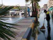 الأجهزة التنفيذية بالإسكندرية ترفع آثار الأمطار المتراكمة من شوارع المدينة.. صور