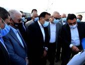 رئيس الوزراء يتفقد المحاور والطرق بمدينة 6 أكتوبر.. صور