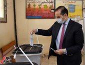 الأمين العام لمجلس النواب عقب الإدلاد بصوته يؤكد نجاح برلمان 30 يونيو