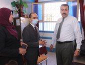 نائب محافظ سوهاج يتفقد عددا من اللجان الفرعية للاطمئنان على سير العملية الانتخابية