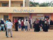 زحام الناخبين على لجان التصويت بمنشأة القناطر بانتخابات مجلس النواب (صور)