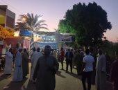 أهالى قرى الأقصر يتوافدون بكثافة على لجان التصويت ليلا
