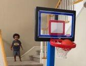 طفل 3 سنوات يكتسب شهرة كبيرة  لمهارته في كرة السلة.. فيديو