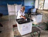 توافد الناخبين على لجان إمبابة وسط تطبيق الإجراءات الاحترازية.. صور