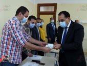 شاهد إدلاء رئيس الوزراء بصوته داخل لجنته بالشيخ زايد بانتخابات مجلس النواب