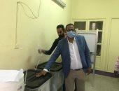 رئيس جامعة أسوان يدلى بصوته فى انتخابات النواب.. صور