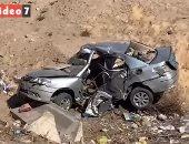 مراوغات تسفر عن تطاير سيارات من أعلى الطريق الدائري وإصابة 9 أشخاص.. فيديو