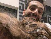 """محمد صلاح يداعب """"مكة"""" في أحدث ظهور لهما بعد تألقه أمام شيفيلد يونايتد.. صورة"""