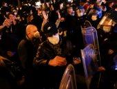 صور.. مواجهات بين الشرطة الإيطالية ومئات المتظاهرين المعارضين لحظر التجول