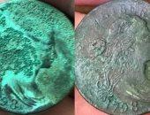 رجل أمريكي يعثر على عملات معدنية عمرها 222 عاما فى التراب.. صور