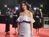 """غادة عادل ورنا رئيس بفساتين جذابة على السجادة الحمراء لفيلم """"ميكا"""" فى الجونة"""