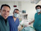 جراحة لمولودة تعانى من انسداد بعظمتى الأنف بمستشفى المنصورة العام