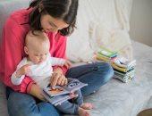 فوائد القراءة للأطفال الرضع عديدة منها نمو مهارات اللغة