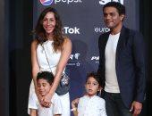 آسر ياسين بصحبة زوجته وأبنائه للمرة الثانية على السجادة الحمراء بمهرجان الجونة