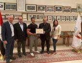 الأولمبية تكرم محمد عصب وعبير عيسوى بالمنظمة العالمية للاعبين الأولمبيين