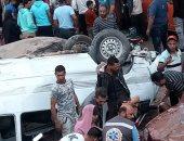 مصرع سيدة وإصابة 7 أشخاص فى حادث انقلاب ميكروباص من أعلى دائرى الخصوص .. صور
