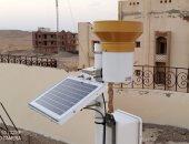 تركيب جهاز وحدة قياس الأمطار أعلى مبنى دار المغتربات بالقصير..صور