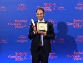 """المخرج المصرى الحاصل على """"السعفة الذهبية"""" يهدى الجائزة للراحل يوسف شاهين"""