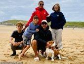بريطانى ينقذ أسرة 6 أفراد من الغرق قبالة ساحل كورنوال فى بريطانيا.. فيديو وصور
