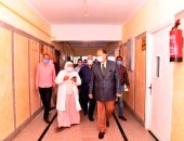 محافظ أسيوط يتفقد مستشفيات الصدر والحميات ويطمئن على جاهزيتها لاستقبال حالات كورونا