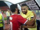 صالح جمعة يستقبل مؤمن زكريا بالأحضان في مباراة الأهلى وطلائع الجيش