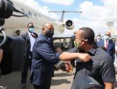 رئيس مجلس السيادة السودانى يصل أديس آبابا ويلتقى رئيس الوزراء الإثيوبى