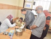 تلاميذ مصر يخضعون للمبادرة الرئاسية للعلاج من الأنيميا والسمنة والتقزم.. صور